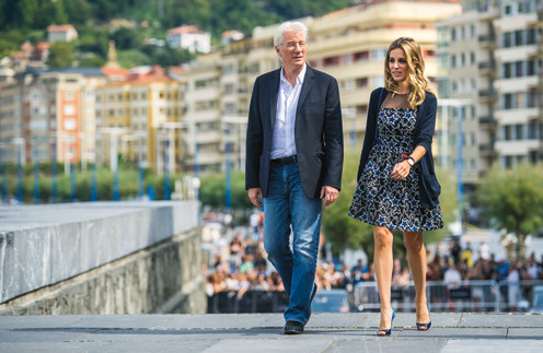 Жена Ричарда Гира отказывается переезжать к нему в США