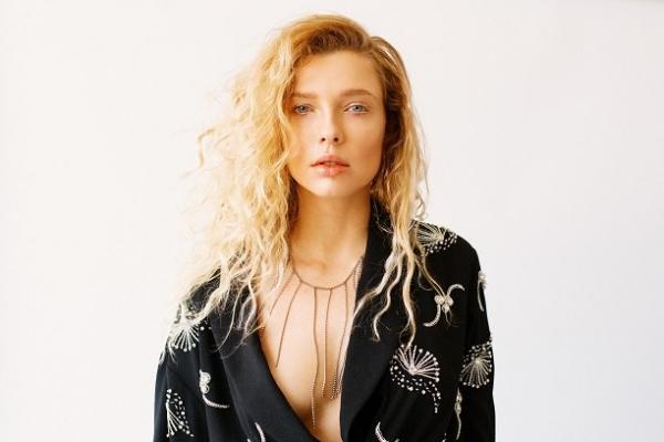Актриса Светлана Степанкова начала музыкальную карьеру певицы