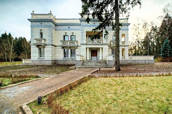 Иван Ургант купил особняк за 7 миллионов долларов