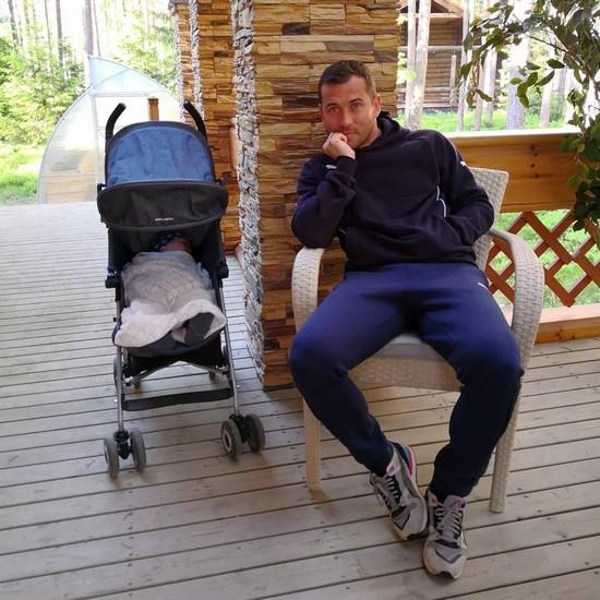 Александр Кержаков показал идиллию с сыном после слухов о разводе