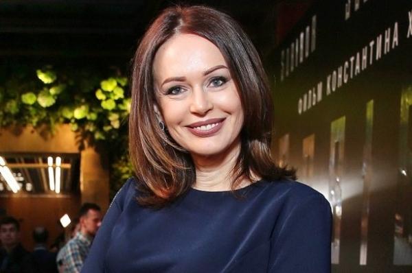 Ирина Безрукова покорила элегантным внешним видом на премьере фильма