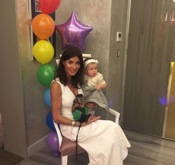 Алиса Аршавина опубликовала редкие фото супруга с дочкой