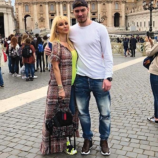 Лера Кудрявцева родит за границей