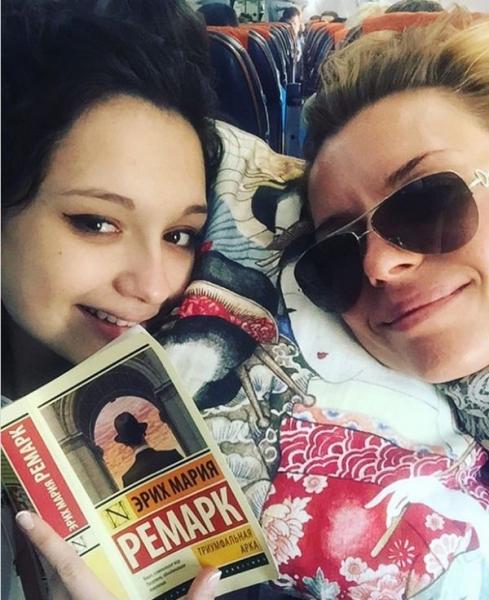 Фанаты Любовь Толкалиной встревожены здоровьем ее дочери