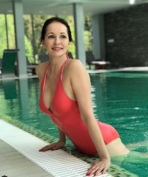 50-летняя Ольга Кабо привела в восторг фанатов фигурой в купальнике