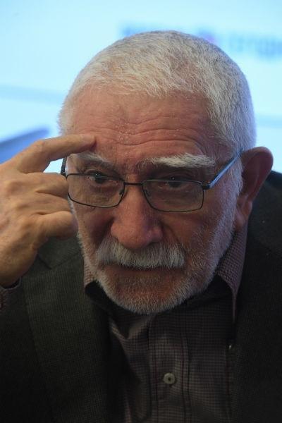 Знакомый режиссер Армена Джагарханяна объяснил, как телешоу угробили его здоровье