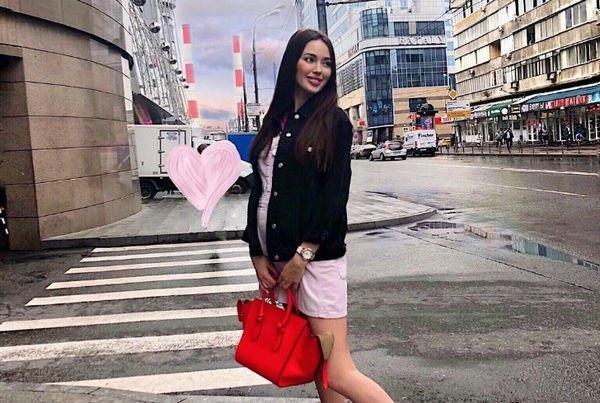 Беременная Анастасия Костенко показала стройную маму в бикини