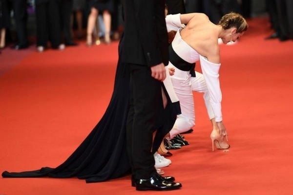 Марион Котийяр едва не упала на красной ковровой дорожке