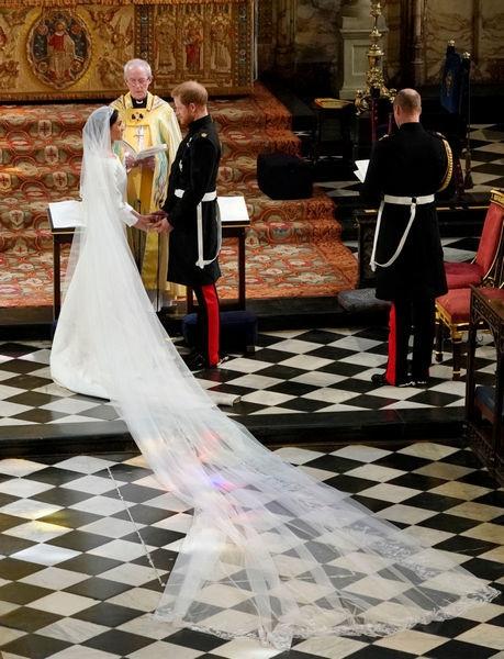 Как создавалось свадебное платье Меган Маркл за полмиллиона долларов