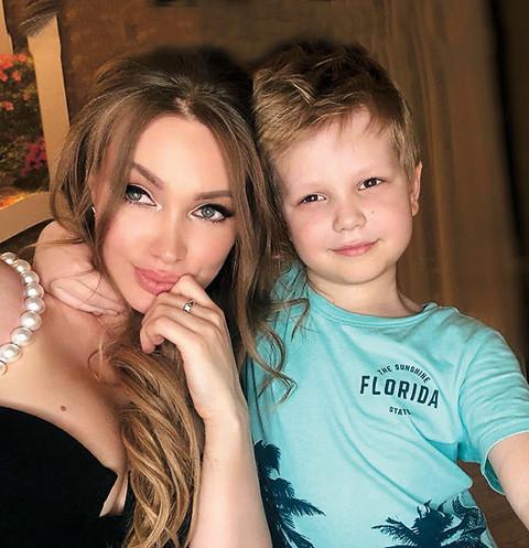 Евгения Феофилактова скучает по сыну, когда занята на репетициях