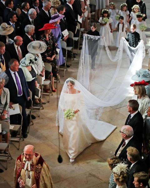 Первый после свадьбы выход в свет Меган Маркл вызвал бурю обсуждения в сети