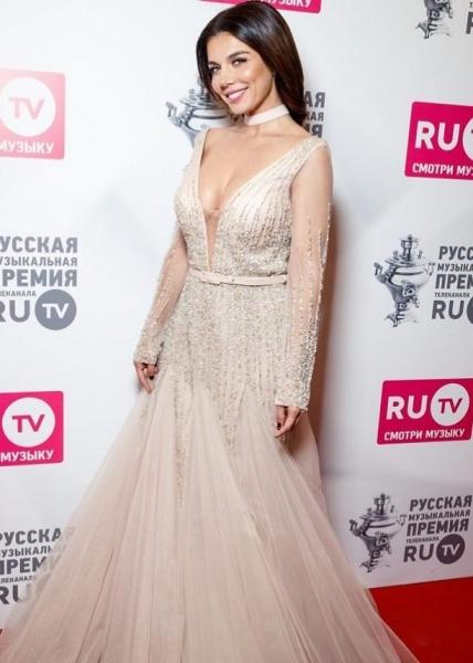 Анна Седокова забеременела третьим ребенком, зная будущего папу всего 2.5 месяца