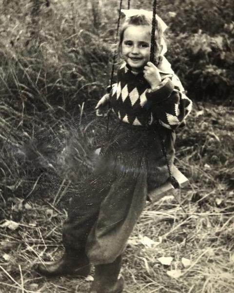 Светлана Лобода опубликовала снимок из своего детства
