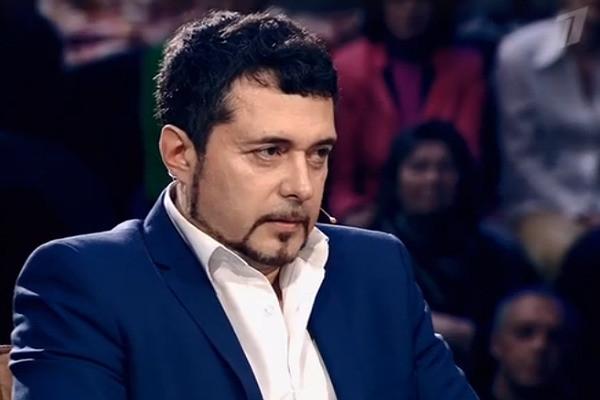 Солист группы «Доктор Ватсон» Виктор Щедров был вынужден пройти ДНК-тест