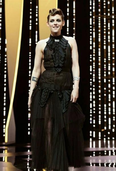 Кристен Стюарт прогадала с выбором платья для выхода в свет
