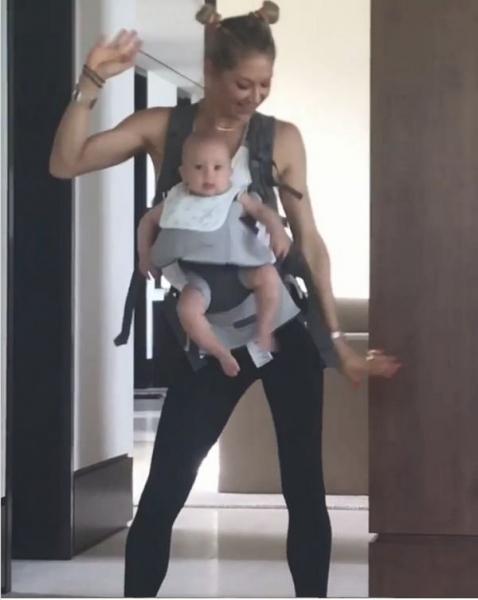 Анна Курникова привела в восторг фанатов танцем с подросшей дочерью