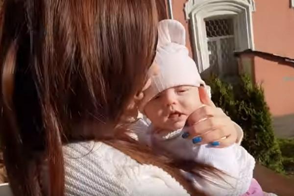 Звезда «Дома-2» Анастасия Лисова впервые показала лицо дочери