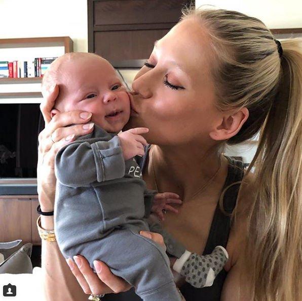 Анна Курникова поделилась снимком, сделанным во время беременности