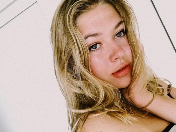 Пользователи Сети заметили, что дочь Веры Брежневой выглядит старше мамы