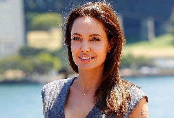 Анджелина Джоли ищет встречи с молодым коллегой