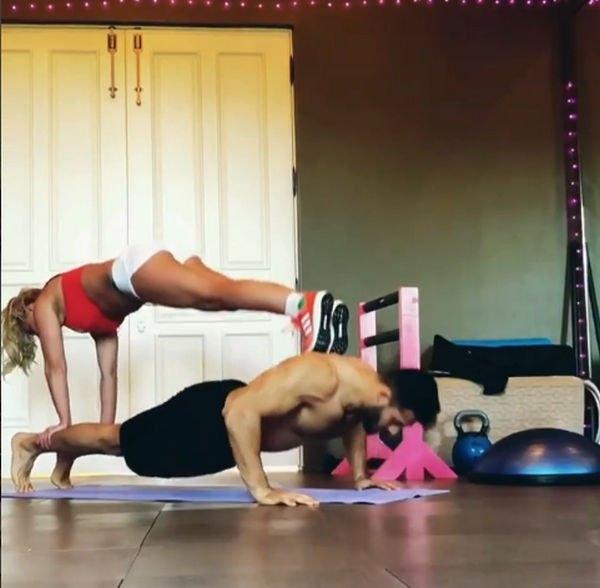 Бритни Спирс вместе с возлюбленным активно тренируется