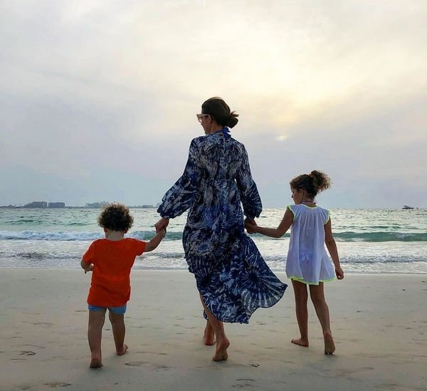 Жасмин не справляется с тремя детьми