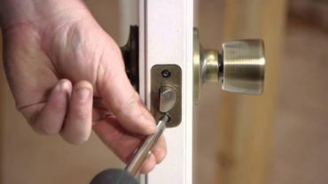 "In ""Service Locks"" told about the dangers of model of locks in new buildings"