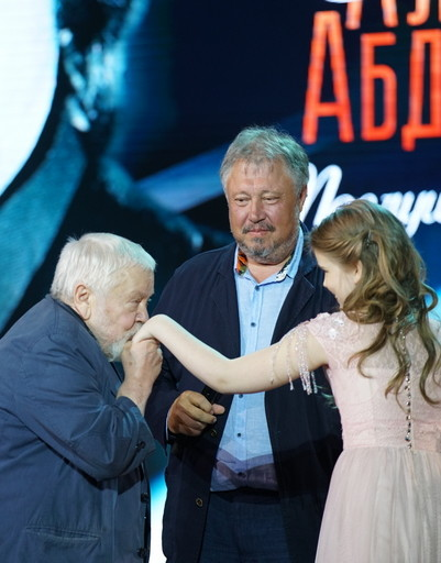 Повзрослевшая дочь Александра Абдулова блеснула в свете