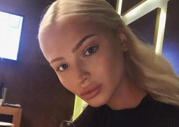 Алёна Шишкова показала пышный бюст без нижнего белья