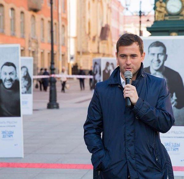 Александр Кержаков появился на мероприятии без обручального кольца