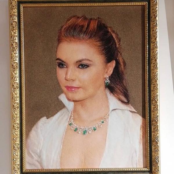 СМИ напомнили о самом сексуальном наряде Алины Кабаевой