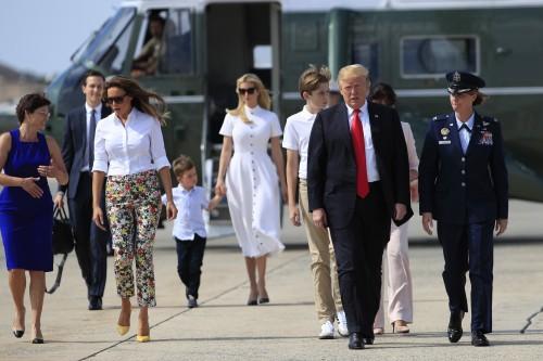 Дональд, Мелания и Иванка Трамп отдыхают в гольф-клубе