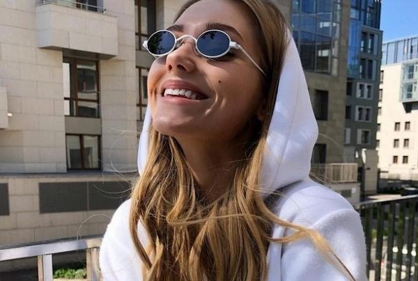 Кристина Асмус сняла обручальное кольцо, намекнув на развод с Гариком Харламовым