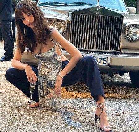 Эмили Ратажковски обновила блог новыми пикантными снимками