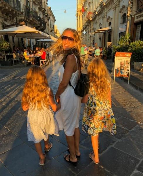 Сара Джессика Паркер поделилась редким снимком дочерей