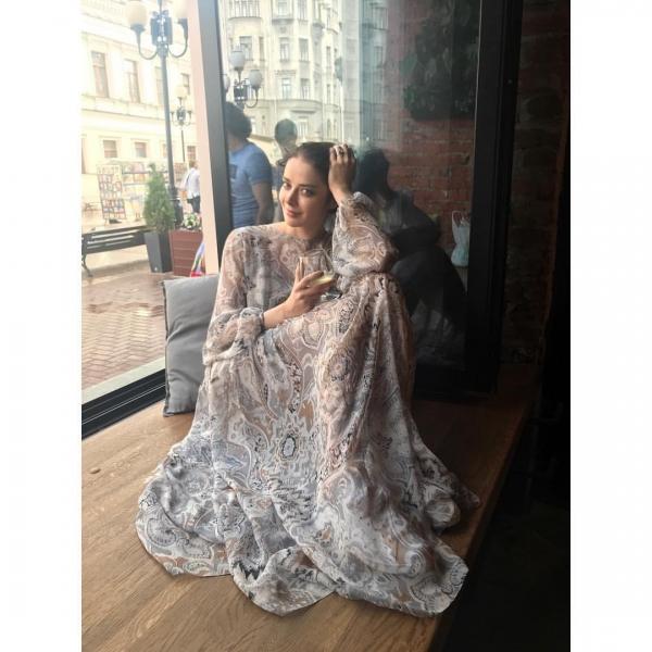 Марина Александрова обновила блог новыми снимками без капли макияжа