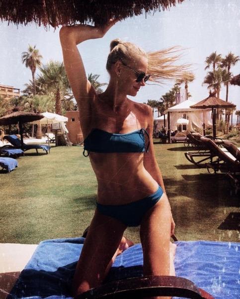 Новый снимок Светланы Ходченковой в бикини привел в восторг ее фанатов