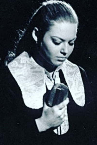 Поклонники не узнали Ирину Понаровскую на детских фото