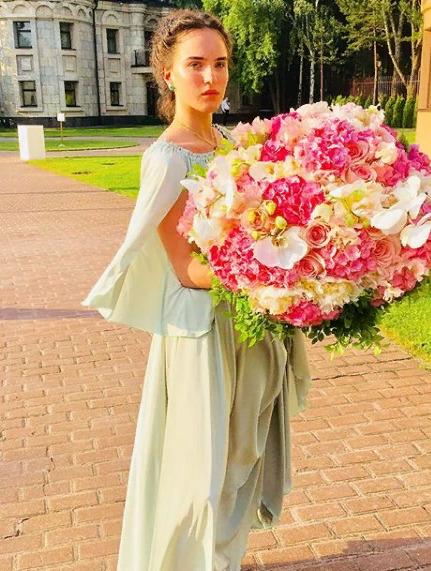 Дочь Ларисы Гузеевой публично разделась