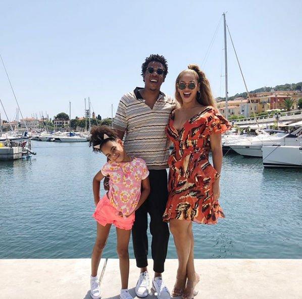 Бейонсе с семьей отдыхает в Европе