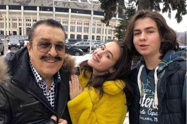 83-летний Вилли Токарев раскрыл секрет счастливых отношений с 41-летней женой
