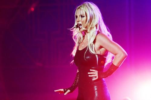 Команда Бритни Спирс обеспокоена алкогольной зависимостью певицы из-за случая с Деми Ловато