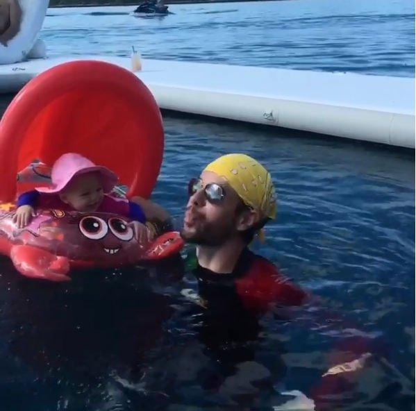 Энрике Иглесиас вовсю веселится с дочкой