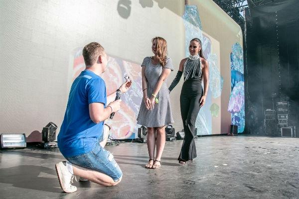 Ольга Бузова помогла поклоннику сделать предложение любимой