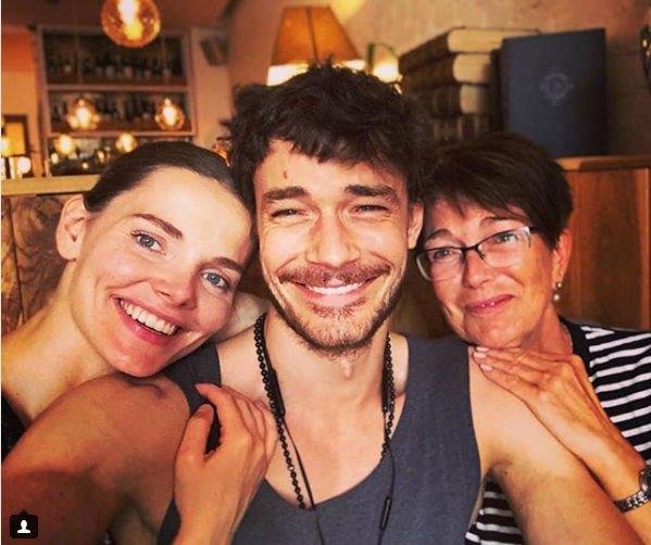 Елизавета Боярская опубликовала редкий семейный снимок