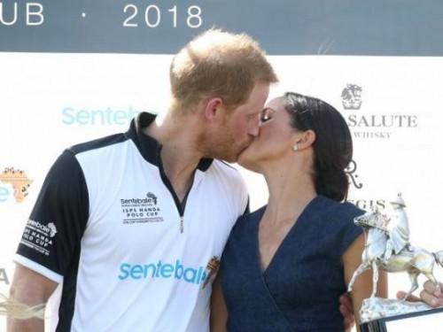 Поцелуй принца Гарри и Меган Маркл на публике