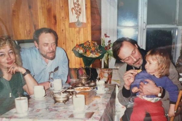 Внук Олега Янковского показал архивные фотографии дедушки