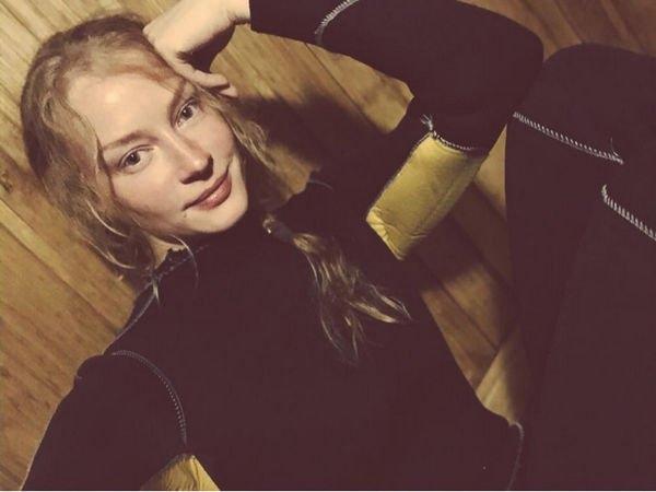 Светлана Ходченкова поделилась снимком в микробикини, взволновав фанатов
