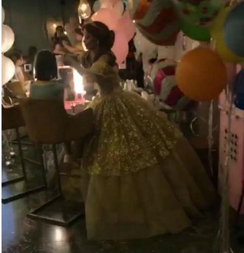 Анна Седокова встретилась с дочерью в день ее рождения