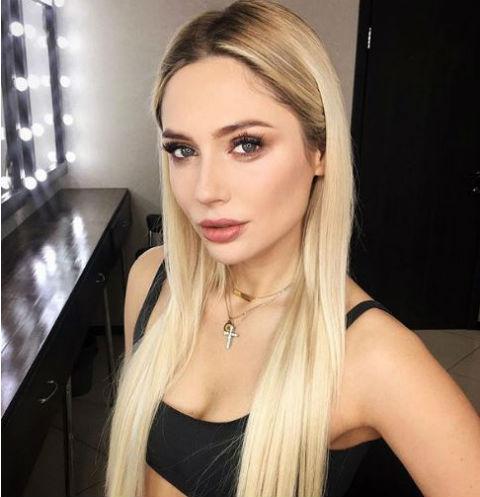 35-летняя Наталья Рудова отдыхает с 19-летним сыном миллиардера